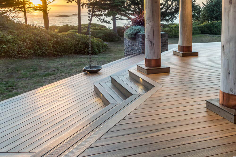 This image has an empty alt attribute; its file name is trex-decking-1.jpg
